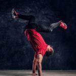 Poster de un bailarín en clases de urbano modalidad Hip Hop